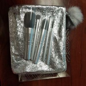 New MAC travel brush set